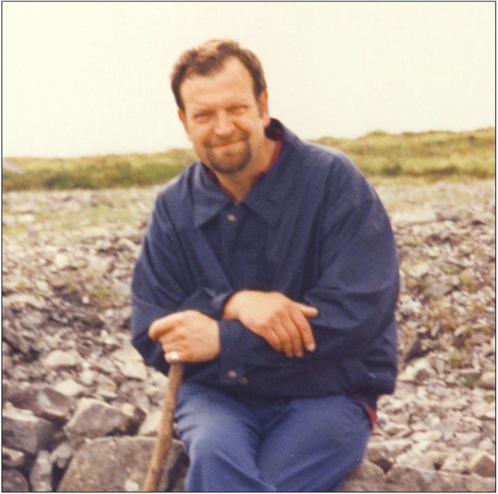 Roger Byrne: Lehrer, Hobbysammler und Finder der Dinosaurier-Fossilien aus Irland.